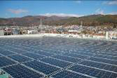 照片:工厂房顶的太阳能发电系统